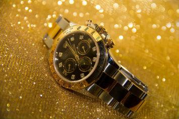 นาฬิกาสีทอง